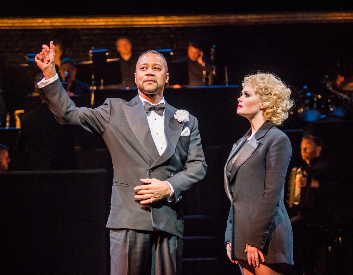 Cuba Gooding Jr (Billy Flynn) & Sarah Soetaert (Roxie Hart) in CHICAGO. Credit Tristram Kenton